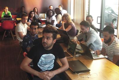 Les étudiants MCG au cours de stratégie d'Emmanuel de La Burgade