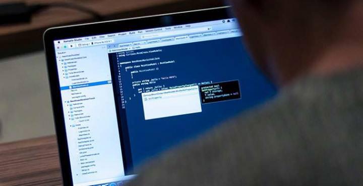 ordinateur-code-nouveau-metier-dpo-transformation-digitale-msc