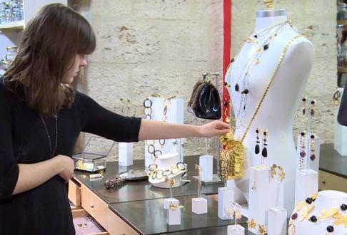 Student participating to the PSB Paris School of business Luxury Craftsmanship Challenge