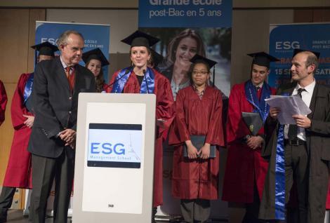 Frédéric Mitterand parrain de la promotion de l'école de commerce